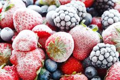 Food waste is a major problem -- we toss half our food before it is consumed. Here's our guide to heading off food waste at home. Cooking Oatmeal, Freezer Cooking, Cooking Tips, Batch Cooking, Food Tips, Freezer Meals, Frozen Fruit, Frozen Yogurt, Frozen Treats