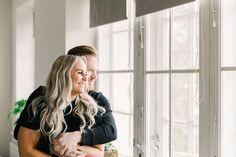 Pariskuntakuvaus on ihana lahjavinkki tai treffiyllätys. Kuvaus voidaan tehdä teidän kodissa, jolloin tunnelmasta saadaan hyvin uniikki ja intiimi, tai ulkona vaikka teidän lempimaastossa. Autan mielellään mukavan kuvauspaikan miettimisessä. Teidän kuvat on myös ihana sisustuselementti kotona -seinällä tai lipaston päällä. #pariskuntakuvaus #coupleshoot #sisustusinspiraatio #jennituominenphotography Family Photography, Photography Ideas, Photoshoot, Selfie, Lifestyle, Extended Family Photography, Photo Shoot, Family Pictures, Family Photos