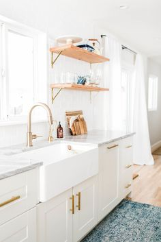 Today we are channeling our inner Joanna with this modern chic home in Denver, Colorado that features modern decor, and farmhouse style! Office Interior Design, Kitchen Interior, Kitchen Decor, Tidy Kitchen, Kitchen Shelves, Kitchen Hacks, Kitchen Ideas, Wood Shelves, Kitchen Inspiration