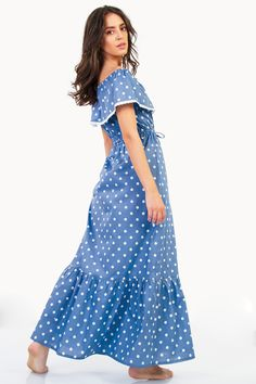 A feminine style is your go-to for Summer outfitting and can be worn relaxed by day and more glamorous by night! Feminine Style, Cotton Dresses, Ruffles, Summer Outfits, Cold Shoulder Dress, Short Sleeve Dresses, Glamour, Lace, Model
