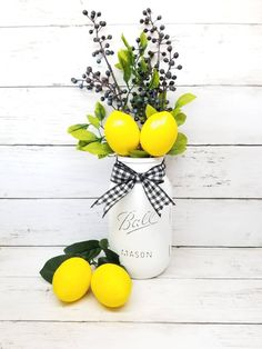 30 Stunning Summer Farmhouse Style Home Decoration Ideas Country Farmhouse Decor, Farmhouse Style Decorating, Farmhouse Kitchen Decor, Modern Farmhouse, Craftsman Kitchen, Lemon Kitchen Decor, Kitchen Themes, Mason Jar Kitchen Decor, Yellow Kitchen Decor