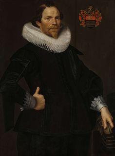 anoniem | Portrait of Pieter van Son, attributed to Nicolaes Eliasz. Pickenoy, c. 1622 - c. 1629 | Portret van Pieter van Son, sedert 1622 echtgenoot van Johanna Le Maire. Heupstuk, staande, met handschoenen in de linkerhand, de rechterhand in de zij. Rechtsboven het familiewapen. Pendant van SK-A-4957.