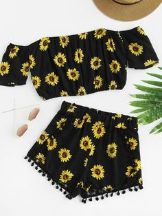 ¡Cómpralo ya!. Bardot Sunflower Print Crop Top With Pom Pom Shorts. Shorts Black Polyester Floral Off the Shoulder Short Sleeve Sexy Vacation NO Fabric has no stretch Summer Two-piece Outfits. , topcorto, croptops, croptop, croptops, croptop, topcrop, topscrops, cropped, topbailarina, corto, camisolacorta, crop, croppedt-shirt, kurzestop, topcorto, topcourt, topcorto, cortos. Top corto  de mujer   de SheIn.