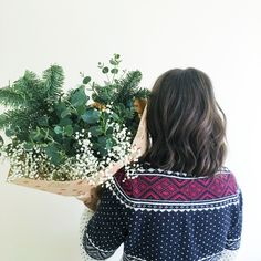 There's nothing more festive than popping to the florist to pick up lots of beautiful fresh blooms to make a Christmas table garland with! Eucalyptus, spruce and gypsophila all make a gorgeous neutral and rustic centrepiece. Pinafores and Peonies blog