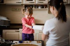 Die Sache mit dem Nein: Wie Eltern lernen, Nein zu sagen - meinefamilie.at  Wenn wir konsequent Nein sagen, anstatt um den heißen Brei herumzureden, können dies auch unsere Kinder akzeptieren – und lernen, selbst Nein zu sagen und ihre Grenzen zu wahren.  #erziehung #grenzensetzen #nein #neinsagen #neinsagenlernen #kinder #kindererziehung #familie #alltag #familienalltag #tipps #erziehungstipps #erziehungsexperte #meinefamilie_at Anstatt, Kids Learning, Read Aloud Books, Interpersonal Relationship, Good Relationships
