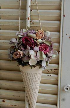 Dried Flower Arrangement / Vintage French Book von roseflower48