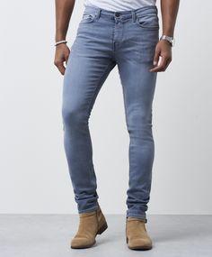 Jeans 25 Hunts Grey jeans fra BLK DNM. Grå jeans med normal midje og skinny fit. Jeansen har et stretchet stoff og glidelåsgylf. Husk at jeans generelt sett strekker seg ca. en halv størrelse etter noen gangers bruk. Normal midje Skinny fit Glidelåsgylf 92% Bomull, 6% Elastomultiester, 2% Elastan 30º Skånsom maskinvask