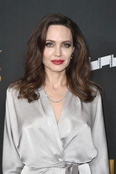 Hollywood Film Awards 2017: Angelina Jolie a purtat o rochie provocatoare