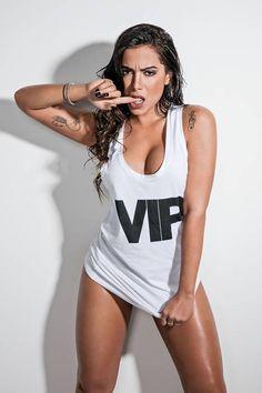 Anitta posa de topless em foto inédita do ensaio da Mais Sexy do Mundo: 'Acho que o mais sensual é ser você mesma'