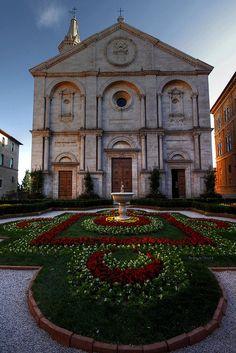 Pienza, Duomo da Robyn Hooz (away) Tuscany, Italy. Mykonos, Santorini, Siena Italy, Tuscany Italy, Cool Places To Visit, Places To Travel, Toscana Italia, Emilia Romagna, Renaissance Architecture