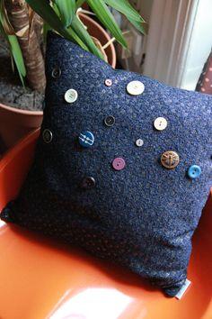 Coussin boutons bleu nuit