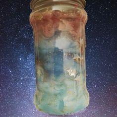 ¿Te gustaría tener cerca el universo? Te enseñamos un experimento muy sencillo para que tu hijo pueda encerrar todas las estrellas que quiera en un frasco de cristal.