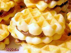 Faguri - reteta clasica de Faguri cu crema de cacao Romanian Desserts, Romanian Food, Romanian Recipes, No Cook Desserts, Just Desserts, Breakfast Snacks, Breakfast Recipes, Cake Recipes, Dessert Recipes