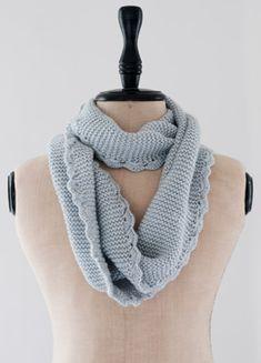 Gratis strikkeopskrifter   Strik et smukt loop-tørklæde   Strikket tilbehør
