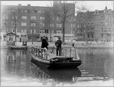 1947 Pontje voor voetgangers en fietsers over de Singelgracht tussen Nassaukade en Leidsekade, Amsterdam