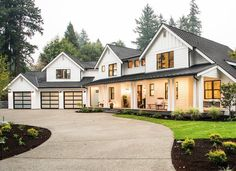 Black Windows Exterior And Other Window Trends Maison De Pax Modern Farmhouse Exterior, Farmhouse Design, Farmhouse Style, Farmhouse Decor, Design Exterior, Exterior House Colors, Diy Exterior, Exterior Paint, Interior Design