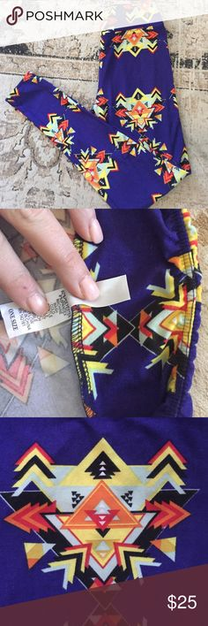 LulaRoe one size legging, excellent condition. LulaRoe one size legging, excellent condition. The older waistband style which fits more generously than the current waistband. Fit up to a size 12. LuLaRoe Pants Leggings