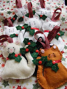 Christmas decorations - felt holiday cat ornaments