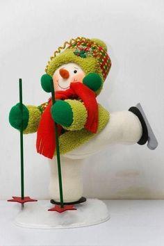 me ~ Muñeco de nieve esquiador Christmas Elf Doll, Christmas Sewing, Christmas Fabric, Christmas Love, Christmas Crafts For Kids, Snowman Crafts, Felt Crafts, Diy And Crafts, Felt Christmas Decorations