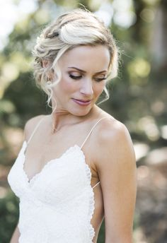 Pinned up curls, blonde and beautiful // Caitlin O'Reilly Photography