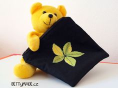 Zippered pouch with applique