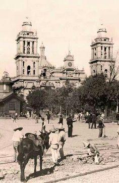Catedral de Mexico y Plaza del Zócalo. Finales de siglo XIX