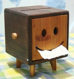 Para toallas faciales o papel de baño. (...would make a great suggestion box) J