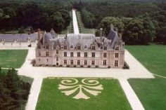 Beauregard chateau in the heart of Loire Valley, near Blois and Cheverny Loire Valley Map, French Exterior, Ice Houses, French Castles, World's Most Beautiful, Beautiful Homes, Royal Residence, France Europe, Paisajes