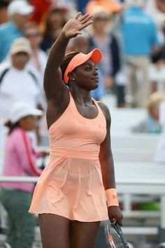 Sloane Stephens of the United States celebrates her win over Roberta Vinci of Italy on Day One of the 2017 US Open at the USTA Billie Jean King National Tennis Center on August 2017 in the Flushing neighborhood of the Queens borough of New York City. Sloane Stephens, Tennis Center, Tennis Championships, Billie Jean King, Tennis Tips, Tennis Fashion, Semi Final, Maria Sharapova, Tennis Players