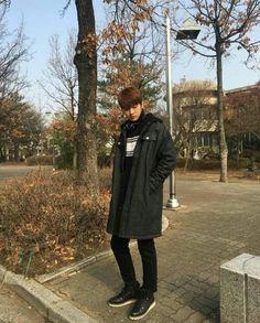The Legend of the Blue Sea is a South Korean television series starring Jun . Shin Won-ho as Tae-oh. A genius hacker Hong Jong Hyun, Ahn Jae Hyun, Korean Men, Korean Actors, Shin Won Ho Cute, Lee Hee Joon, Legend Of Blue Sea, Tae Oh, Drama 2016