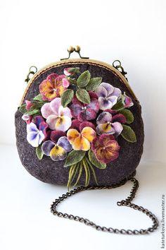 """Купить Валяная сумочка """"Виола"""" - цветочный, анютины глазки, анютки, букетик, бордо, бордовый, Виола"""