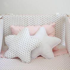 Cuna rev blanca estrellas grises y rosa (1)