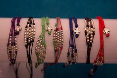 Alvaro Avila Pearl Bracelets, Bead Loom Bracelets, Macrame Bracelets, Bangles, Japanese Ornaments, Jewel Box, Loom Beading, Knots, Beaded Jewelry