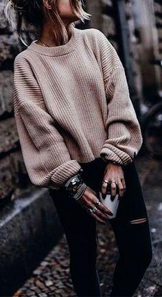 Cute winter sweater. Sweater weather ideas. Cozy knit sweaters. Fall and winter sweaters ideas. How to style knit sweaters. Cozy sweaters for winter.