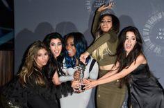 LOS MOMENTOS MÁS CURIOSOS DE LOS MTV VIDEO MUSIC AWARDS Las chicas de 5 Harmony también se llevaron premio