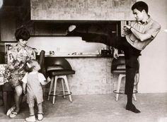 #интересное Фотографии из семейного архива Брюса Ли (25 фото) Далее предлагаем взглянуть на интересные снимки из семейного архива актера и мастера боевых искусств Брюса Ли. далее по ссылке http://playserver.net/?p=97239