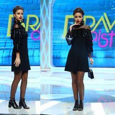 "1,910 aprecieri, 9 comentarii - Bravo, ai stil! (@bravoaistil) pe Instagram: """"Nu imi place geanta, nu imi place rochia, nu imi place coafura. Insa, pentru ca ai pus…"" Classy, Dresses With Sleeves, Glamour, Long Sleeve, Outfits, Instagram, Fashion, Moda, Suits"