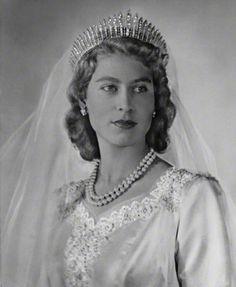 Love this picture for Princess Elizabeth(Queen Elizabeth II). Royal Brides, Royal Weddings, Lady Diana, Elizabeth Queen, Queen Mary, Windsor, Estilo Real, British Royal Families, Isabel Ii