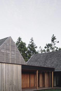 Forest House von Fearon Hay Architects in Auckland, Neuseeland - Dekoration De New Zealand Architecture, Architecture Résidentielle, Classical Architecture, Timber Beams, Timber Cladding, Exterior Cladding, Forest House, Modern Barn, Wooden House
