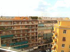 Trieste, Via Tripoli appartamento ultimo piano, molto luminoso e silenzioso. Ingresso, camera, cucinotto, bagno, balcone verandato. Aria condizionata. http://www.coldwellbanker.it/gruppofutura/affitto/roma/dettaglio-immobile-agente-dettagli_via_tripoli_CBI038-10-28282.html