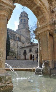 Desde la Fuente de la Plaza Santa Maria, vista de la Torre de la Catedral de Baeza, Jaen