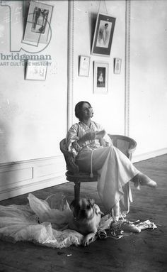 Anna Pavlova resting after rehearsal, early She introduced the first thoroughbred English bulldogs to Russia and was often photographed with them. Photography Poses For Men, Vintage Photography, Ana Pavlova, Famous Ballet Dancers, Rembrandt Portrait, Ballet Russe, Vintage Ballet, Corporate Portrait, Russian Ballet