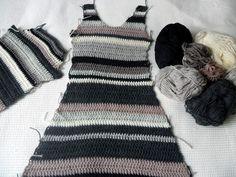 Vaatteiden virkkaamisessa   on tylsintä,   että samanlaisia   kappaleita pitäätehdä kaksi.           Ei huvittanut teh...