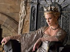 Yeah, I admit it, I'm crushing hard on Charlize Theron as The Queen.       Snow White and The Huntsman