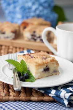 Blueberry-Cream Cheese Coffee Cake - another way to take advantage of all the delicious blueberries that are in season right now! Brunch Recipes, Sweet Recipes, Dessert Recipes, Cake Recipes, Just Desserts, Delicious Desserts, Yummy Food, Cream Cheese Coffee Cake, Blueberry Recipes