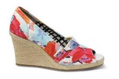 Want these so much! Coral TOMS Wedges