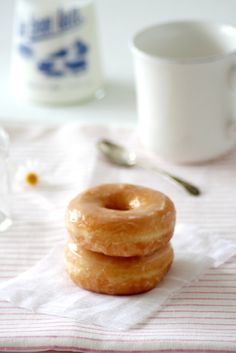 Glazed donuts are the best! Baked Donuts, Doughnuts, Delicious Donuts, Delicious Desserts, Donut Glaze, How Sweet Eats, Cake Cookies, Love Food, Sweet Recipes