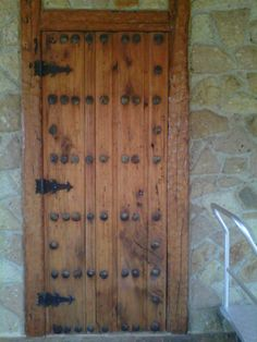 Puerta con chapetones