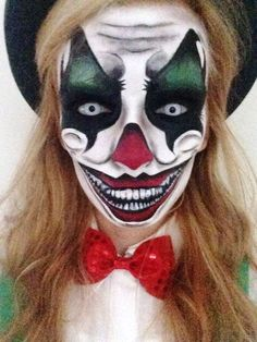 Gruseliges Clownsgesicht schminken l Amazing clown makeup! Evil Clown Makeup, Scary Makeup, Makeup Art, Makeup Ideas, Doll Makeup, Halloween Makeup Looks, Up Halloween, Halloween Season, Halloween Costumes