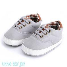 e7c1d18bef5 10 beste afbeeldingen van Jongens schoenen - Plimsoll shoe, Shoes ...
